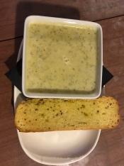 Kartoffel-Dill-Suppe mit Knoblauchbrot