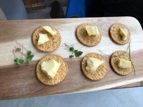 Cracker mit Käse