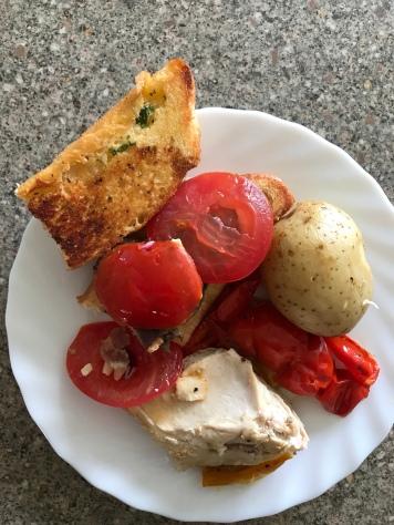 Steaksandwich, Kartoffel, Hähnchen und Tomate