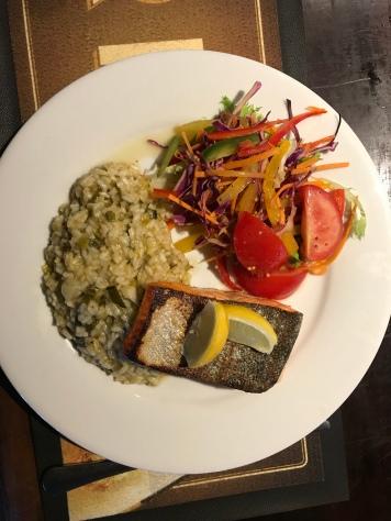 Lachs mit Lauchrisotto und Salat